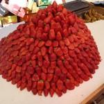 Hebron: Erdbeeren auf dem Markt, kunstvoll aufgeschichtet