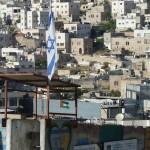 Israelische Fahne über der palästinensischen Altstadt