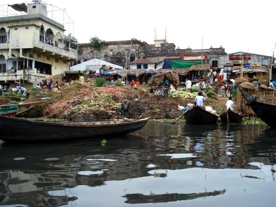 Händler am Buriganga-Ufer