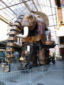 Grand Éléphant - im Stillstand geparkt