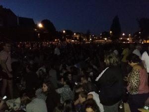 30 Minuten vor dem Feuerwerk schon alles voller Leute